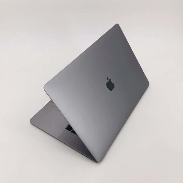 "7112_0147-600x600 Apple MacBook Pro 15.4"" Retina TouchBar Grigio Siderale intel® Six-Core i7 2.6GHz 2018 (Ricondizionato)"