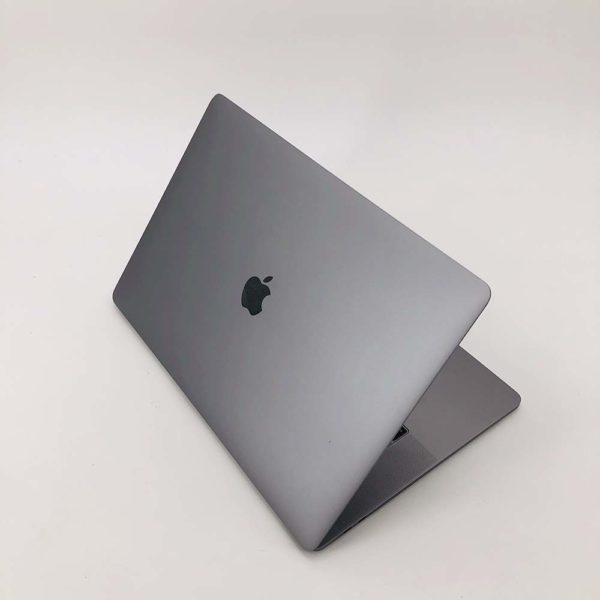 "7113_0159-600x600 Apple MacBook Pro 15.4"" Retina TouchBar Grey intel® Six-Core i7 2.2GHz 2018 (Ricondizionato)"
