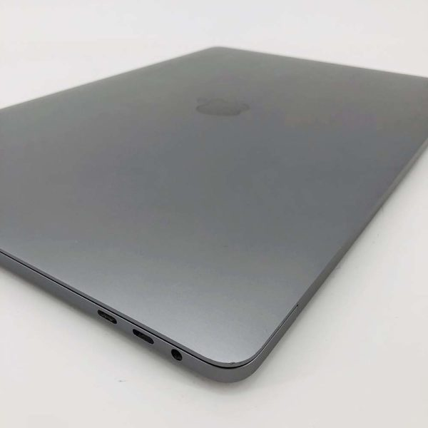 "7113_0163-600x600 Apple MacBook Pro 15.4"" Retina TouchBar Grey intel® Six-Core i7 2.2GHz 2018 (Ricondizionato)"