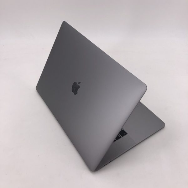 "8210_4462-600x600 Apple MacBook Pro 15.4"" Retina TouchBar Grigio Siderale intel® Six-Core i7 2.6GHz 2019 (Ricondizionato)"