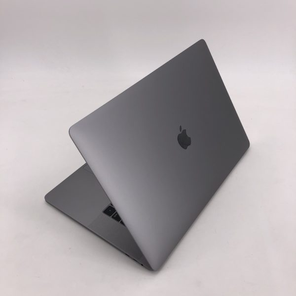 "8210_4463-600x600 Apple MacBook Pro 15.4"" Retina TouchBar Grigio Siderale intel® Six-Core i7 2.6GHz 2019 (Ricondizionato)"